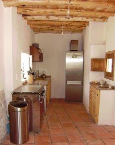 Moderen maar tradioneel gebouwde Ibiza keuken